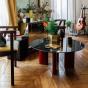 Table basse Carlotta pieds laques rouge et marbre noir